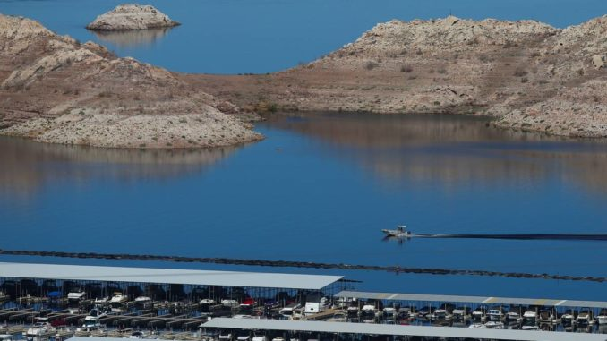 Traffic backing up at entrances to Lake Mead, officials warn
